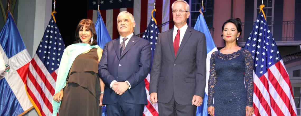 Embajada Celebra el 242º Aniversario de la Independencia de los Estados Unidos
